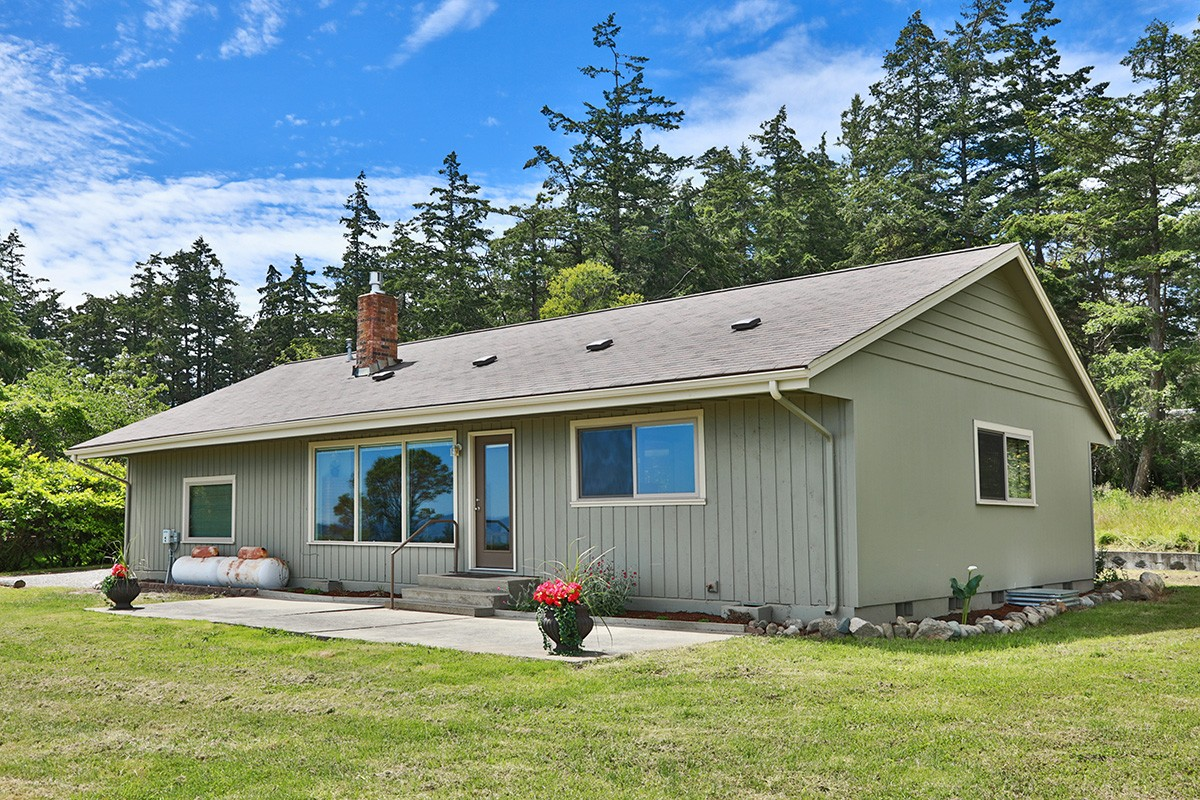 Fully remodeled cottage on 9 Shy Acres
